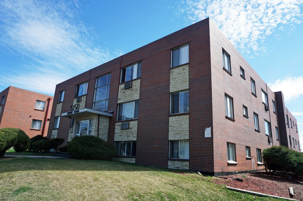 The Asbury Plaza apartment complex is the latest in a series of Glendale apartment complexes to be sold. Photos by Burl Rolett.