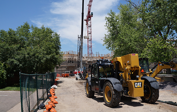 Work is underway on a new building at DU. Photo by Katherine Blunt.