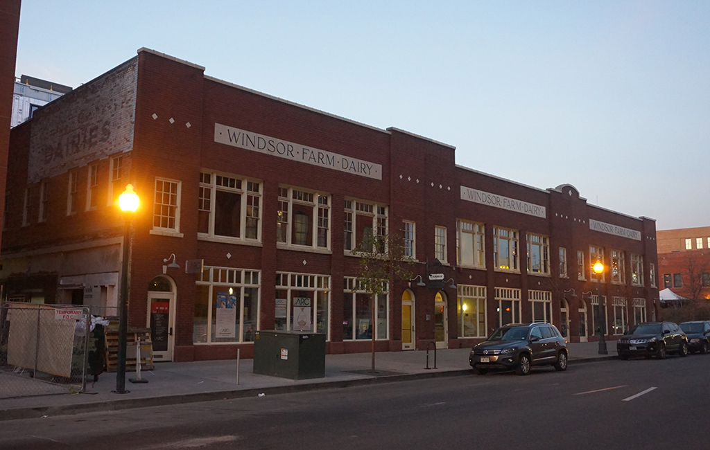 Romano's Macaroni Grill leased 9,000 square feet at 1855 Blake St. downtown. (Burl Rolett)