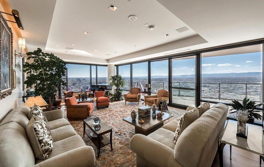 4300 condo living room